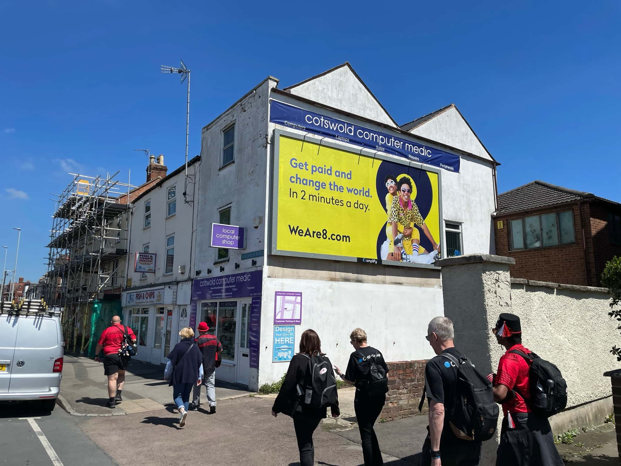 Who do you reach with outdoor advertising